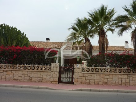 Chalet independiente, Situado en Santa Pola Alicante 46