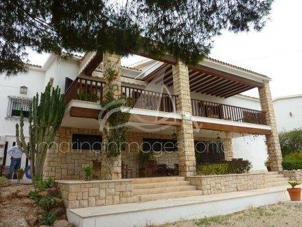 Chalet independiente, Situado en Santa Pola Alicante 45